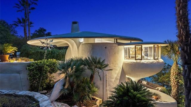 Curvaceous 'Sand Dollar House' Floats Onto the Market in Texas for $2.2M