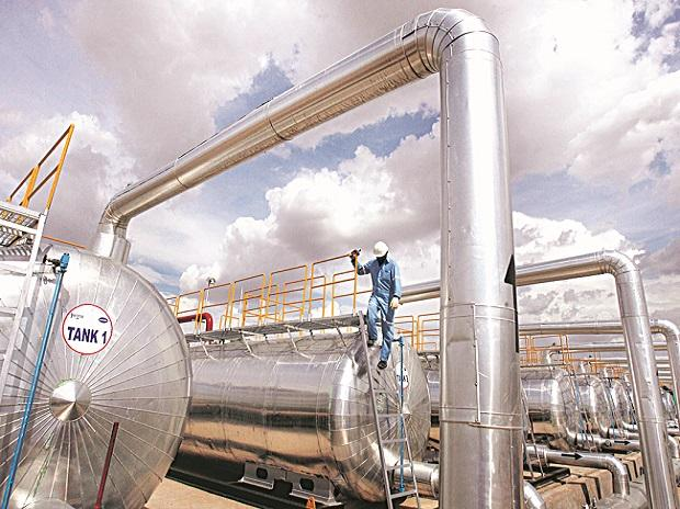 Fitch expects marketing, refining volume of oil firms to fall 15% in FY21