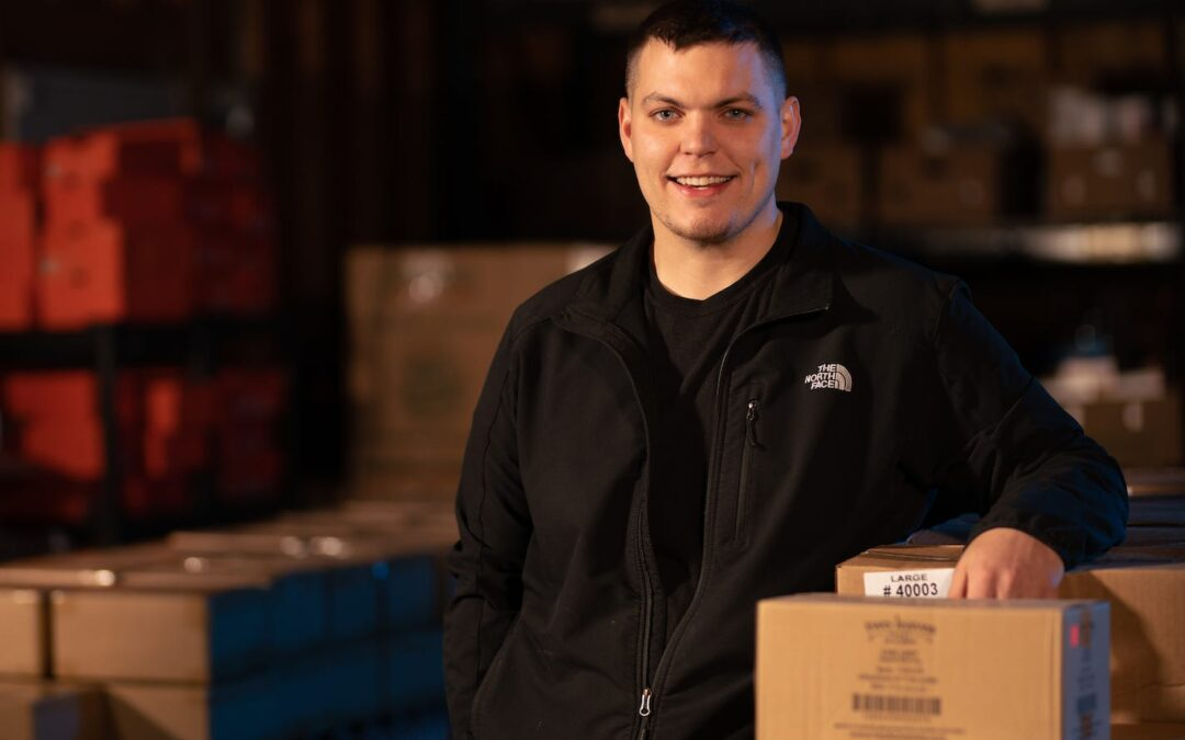 A 28-year-old quit his insurance job to resell discontinued items on Amazon. Here's how he's sold $1.2 million worth of goods on the platform since 2015.